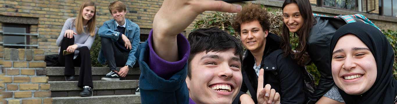 scholieren maken selfie