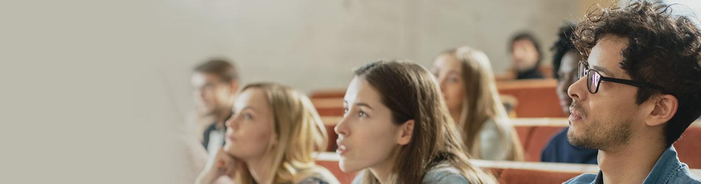 studenten in een collegezaal tijdens de studie